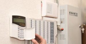 Кто и на основании каких документов должен обслуживать автоматическую пожарную сигнализацию?